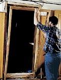 Как установить межкомнатную дверь своими руками.