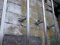 Шаг между ними составляет 60 см. Если предполагается утепление стен, при монтаже профиля устанавливается утеплитель.