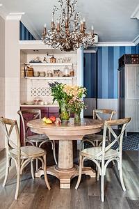 Интерьер кухни-столовой: круглый стол как главный акцент