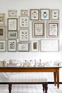 Как эффектно разместить картины в гостиной: 10 советов и идей