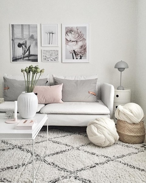 Как добавить в комнату фотографии: 3 варианта, которые точно не захламят ваш интерьер