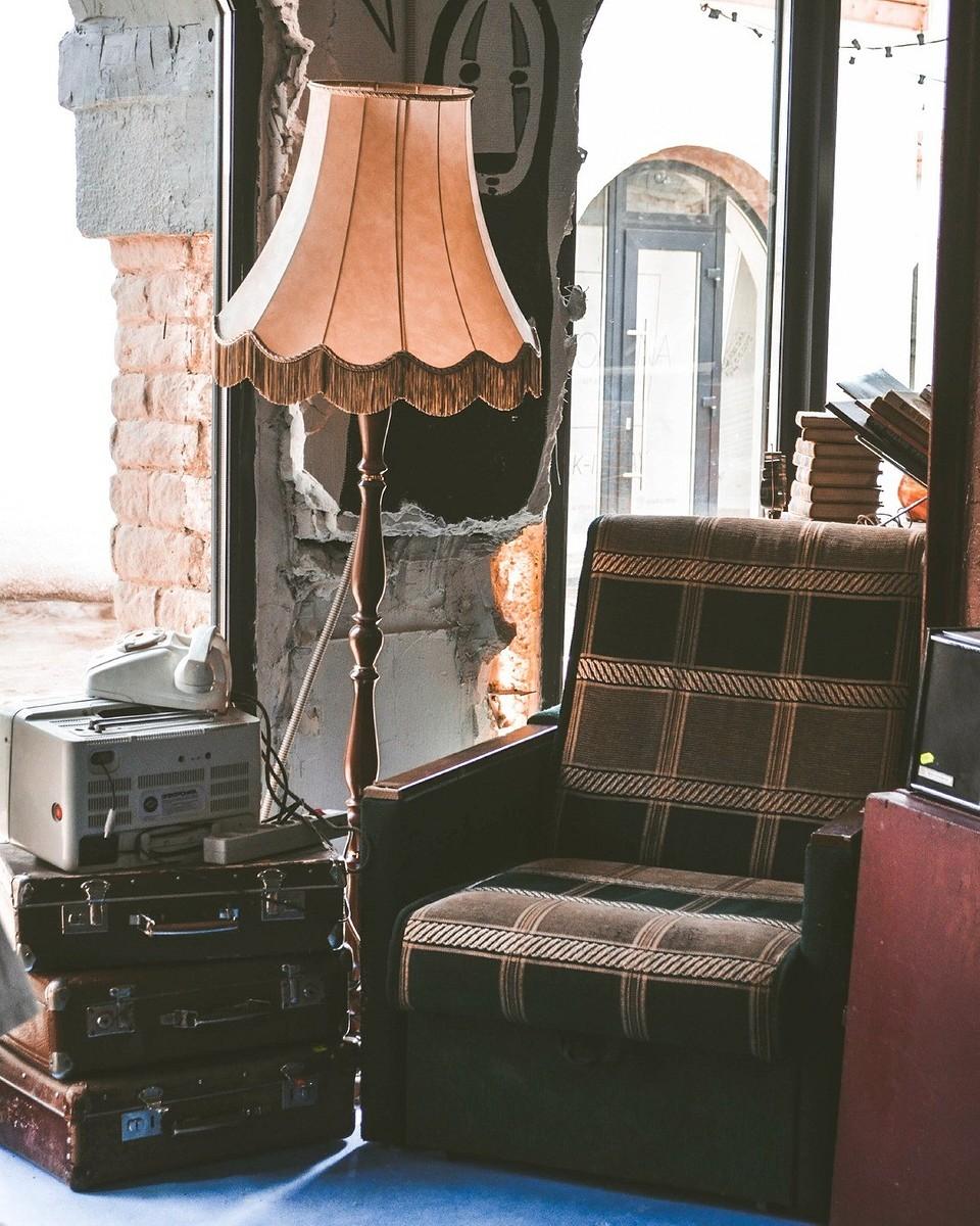 Старая мебель и техника