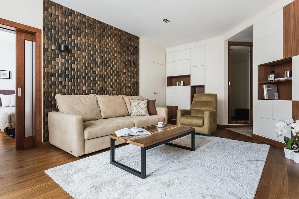 Спокойная квартира в кремовых тонах для зрелой семейной пары