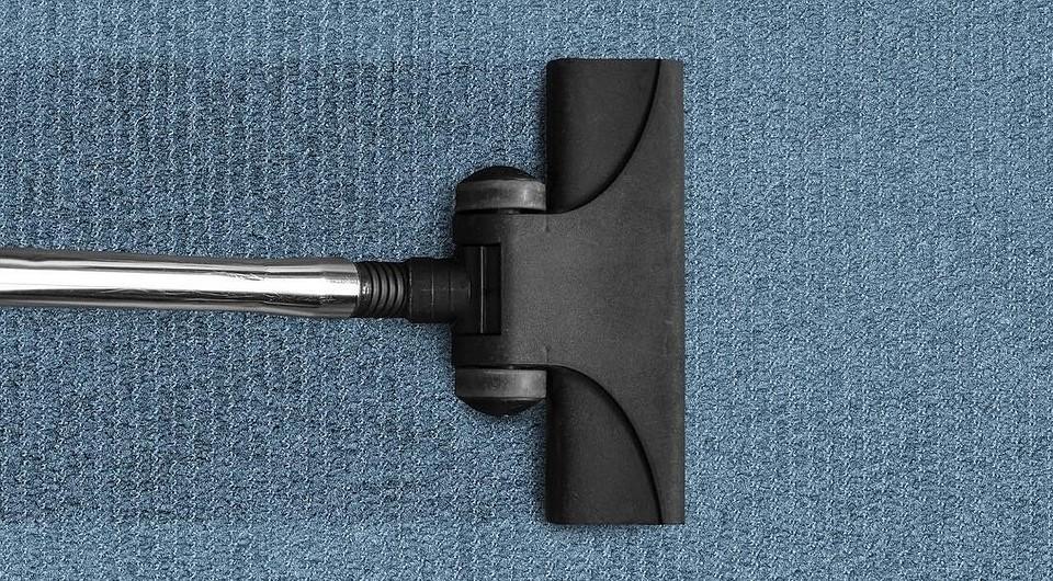 Как почистить ковролин в домашних условиях: 4 эффективных способа и советы по уходу
