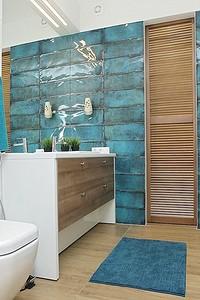 Белизна и лазурь: интерьер ванной во французском стиле