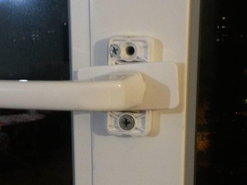 Регулировка пластиковых дверей балкона своими руками: полное руководство с фото и видео