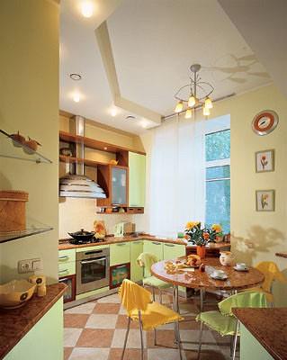 Зеленый  и желтый цвета создают на кухне приподнятое настроение. Коричневый  не столько противостоит  им, сколько поддерживает