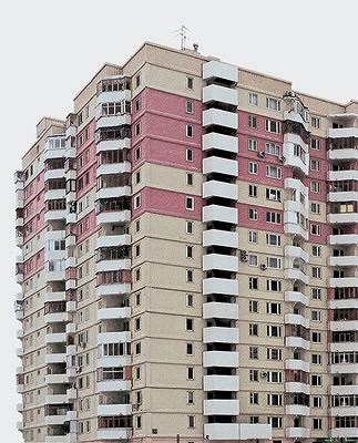 Жилые дома серии ПД4 состоят из секций с одно-, двух-, трех-, четырех- и пятикомнатными квартирами улучшенной планировки. В<nbsp/>трех-, четырех- и пятикомнатных квартирах есть два санузла и кладовая. Наружные стены представляют собой 300-миллиметровые трехслойные панели, внутренние стены железобетонные (140 и 180<nbsp/>мм). Перегородки имеют толщину 100<nbsp/>мм, железобетонные перекрытия 140<nbsp/>мм. Вентиляция естественная вытяжная, осуществляется через вентиляционные каналы на кухне и в санузле
