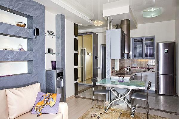Центральную часть квартиры занимает репрезентативная зона, состоящая из гостиной, кухни и прихожей