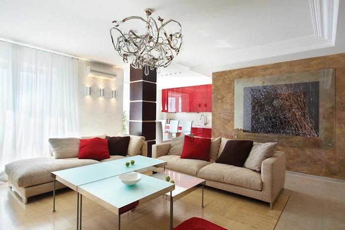 В гостиной царит потолочный светильник Delphinium (Brand van Egmond)<nbsp/>- его фантазийные очертания придают помещению интересный акцент