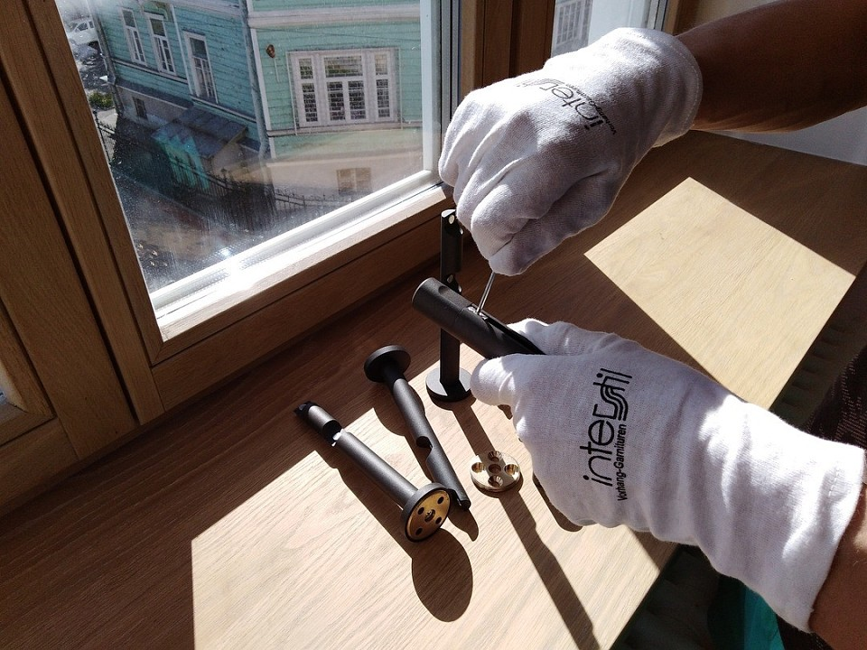 Как вешать карниз для штор на стену: простая инструкция и советы профи