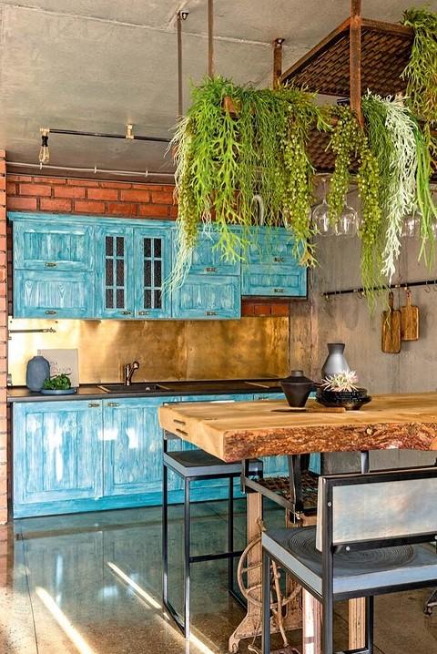 Кухню изготовили под заказ из&#...