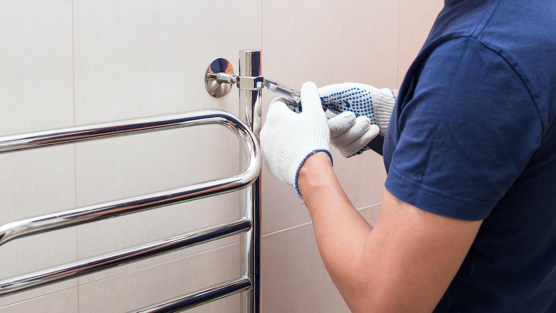 Установка полотенцесушителя в ванной: руководство для монтажа своими руками