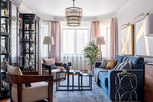 Современная классика с яркими акцентами: квартира с продуманными системами хранения