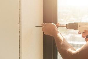 Установка откосов на пластиковые окна своими руками: весь процесс от выбора материала до монтажа