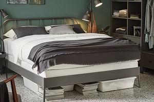 Идеально для маленькой спальни: 7 идей для организации хранения под кроватью