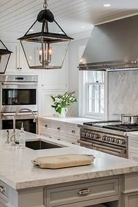 Оформляем интерьер кухни в частном доме: 5 ключевых правил и 70 примеров
