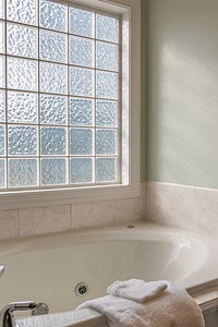Гипсокартон в ванной комнате: особенности выбора, применения и облицовки