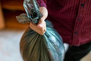 Что делать, если жильцы оставляют мусор на лестничной площадке и в подъезде