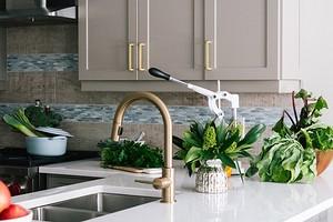 Как обновить фасады кухонного гарнитура быстро и бюджетно: 3 простых способа