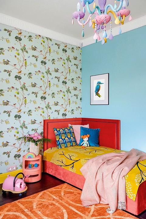В детской комнате стены частич&...