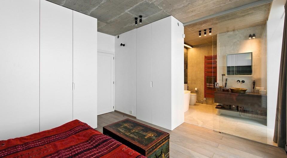 Белые фасады шкафов, прозрачны&...