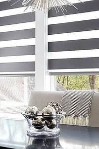 Рулонные шторы в интерьере кухни: какие виды и цвета подойдут лучше всего?