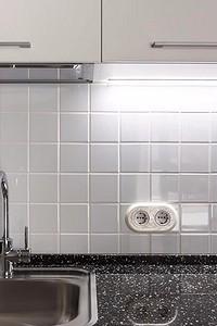 Как расположить розетки на кухне: правила, рекомендации и разбор ошибок