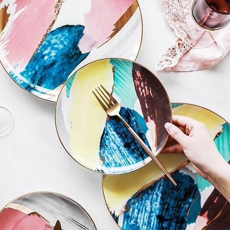 Посуда с абстрактным рисунком