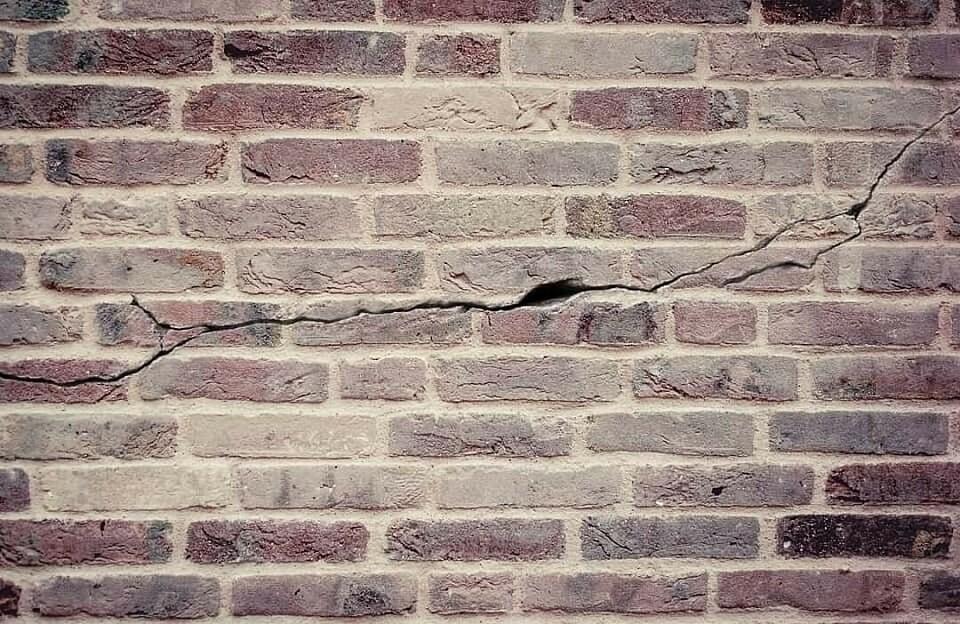Заделка трещин в кирпичных стенах: инструкции, советы и видео