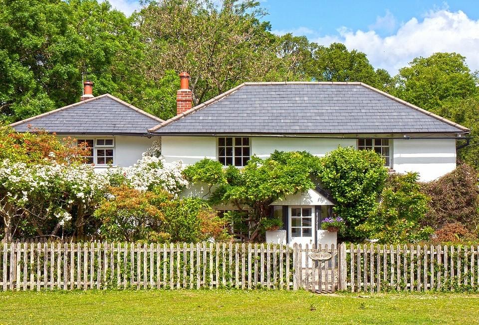 Как правильно расположить дом на участке: требования к ИЖС и садовым домам