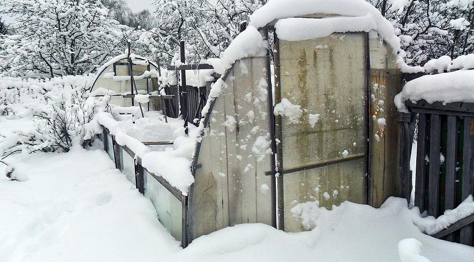 Засыпанная снегом земля втеп&#1...