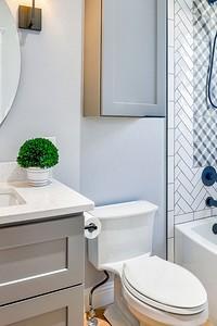 Как спрятать трубы в туалете: 8 простых способов