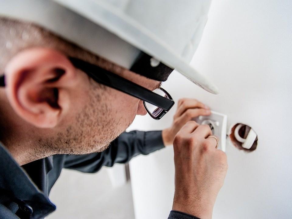 Замена проводки в панельном доме: как сделать все правильно