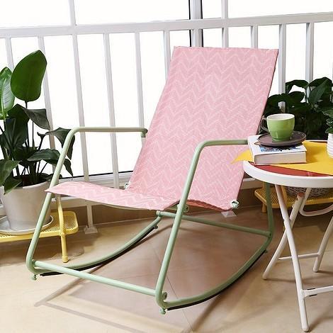 Кресло-качалка с металлическим каркасом
