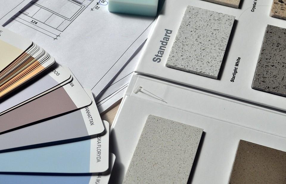 Как штукатурить потолок: выбираем смесь и наносим ее правильно