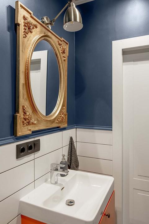 Зеркало в золотой багетной рам&...