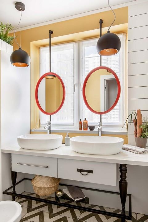 Окна в ванной комнате в квартир...