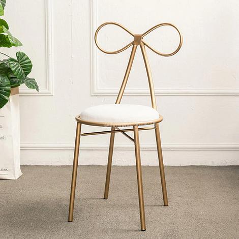Металлический стул с бабочкой