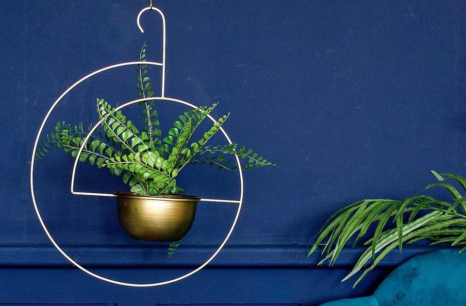 Светильники-кашпо, растения в мебели и ещё 7 креативных идей для домашней оранжереи