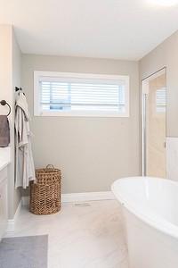 55 красивых интерьеров ванной с белой плиткой