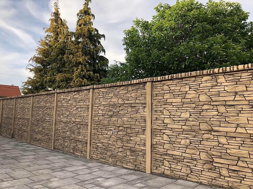Как красиво покрасить бетонный забор: 4 креативных варианта и описание процесса