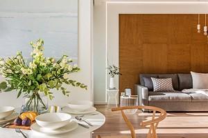 Маленькая квартира свободной планировки с отдельными спальней, гостиной и гардеробной