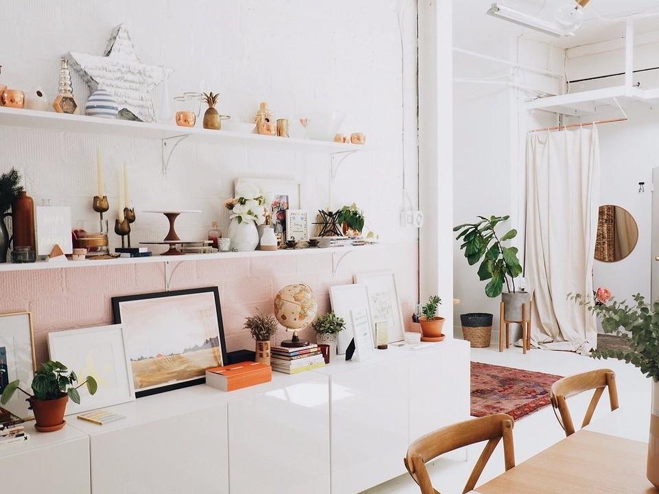 Как выбрать краску для стен для разных комнат