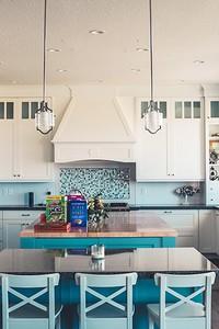 Как создать яркий дизайн кухни бирюзового цвета и не допустить ошибок?