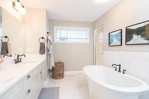 Как покрасить ванную комнату: выбор правильного материала и технология нанесения