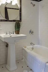 Как выбрать сантехнику для маленькой ванной комнаты: подробный гид