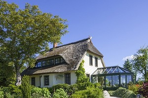 Крыша из поликарбоната для веранды или террасы: выбор материалов и особенности монтажа