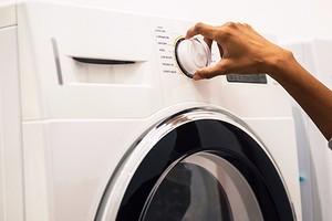 Как стирать одеяло: инструкция и полезные советы