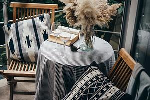 10 способов создать расслабляющую атмосферу на балконе, террасе или в дачной беседке